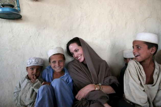 angelina jolie wearing shalwar kameez - salwar kameez and playing with childerns