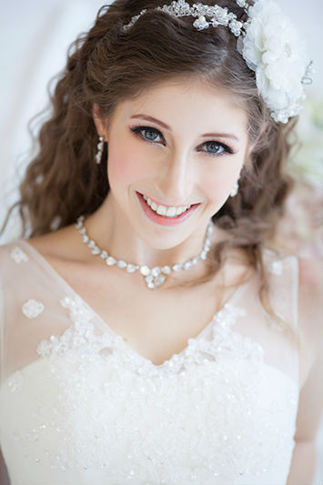 White Dress Bridal Makeup : Bridal Makeup Tips For Eastern and Western Brides