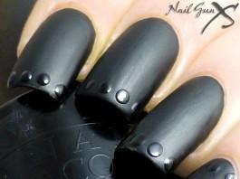 Express your beauty through black nail art
