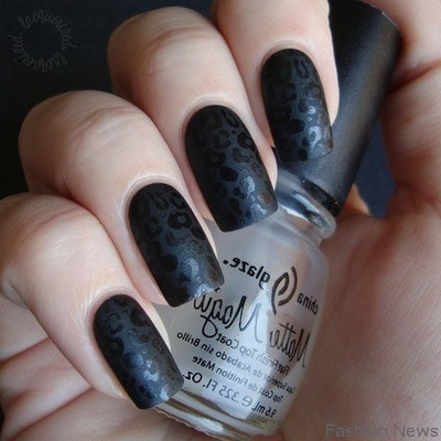Express your beauty through black nail art