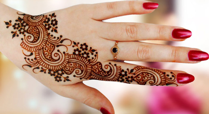Stylish Light Mehendi Designs for hands for this Eid