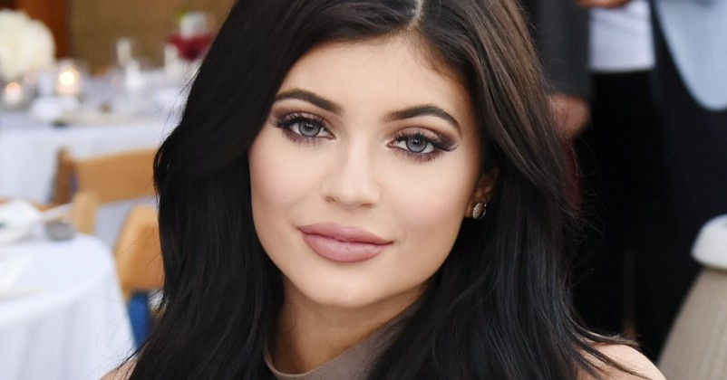 kylie jenner GET ATTRACTIVE LIPS NATURALLY.