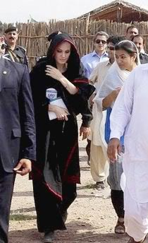 angelina jolie wearing shalwar kameez - salwar kameez and visiting Pakistan