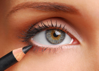 Eye Makeup- use eye liner for peprfect style