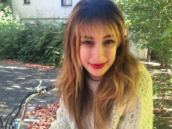 red lipstick blonde hairs